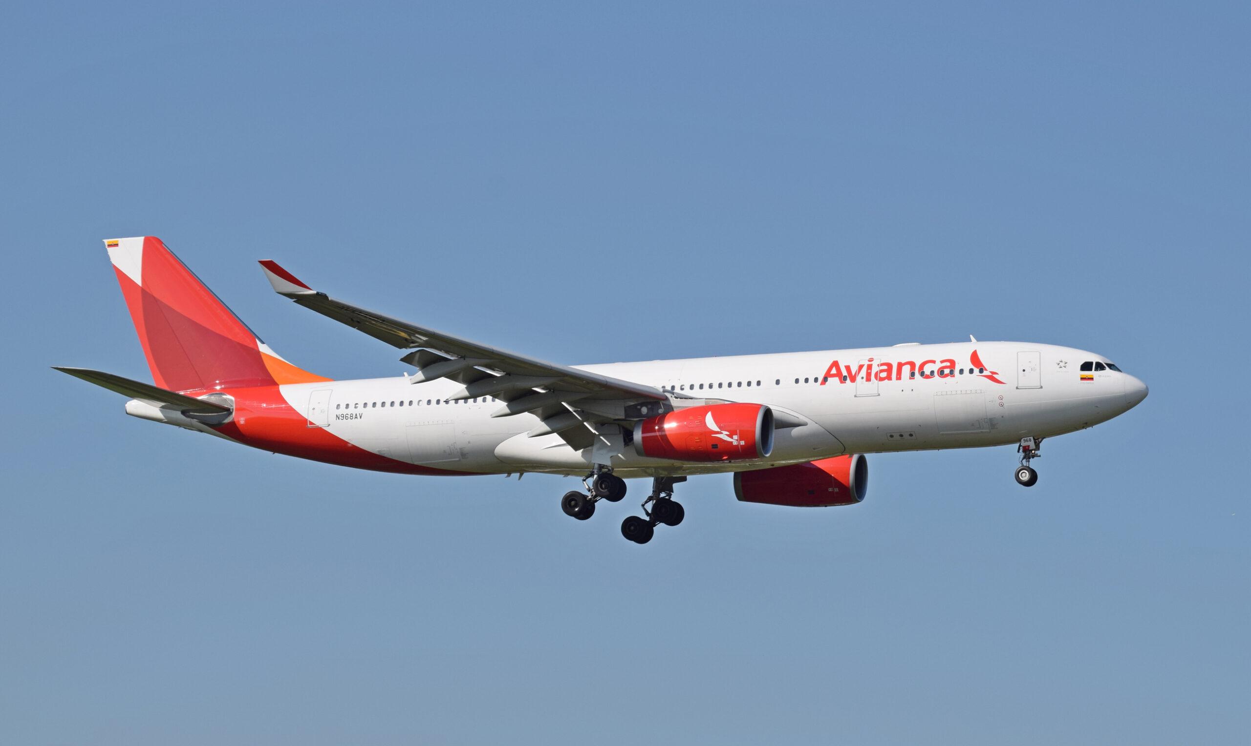 Avianca_A330-200_(N986AV)